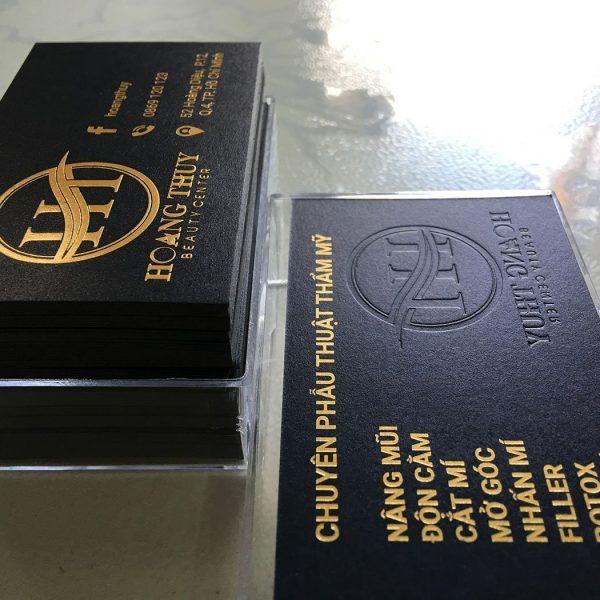 Danh thiếp ép kim vàng dập nổi chữ trên giấy mỹ thuật đen không bo góc
